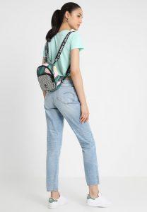 Multikolorowe plecaki